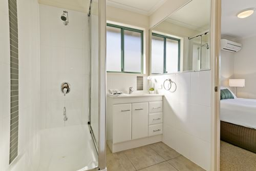 Unit 6 Superior Bathroom